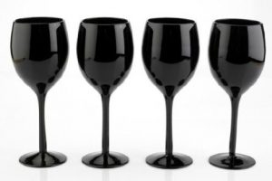 Black wine glasses 5 Insanely Great Gifts for Wine Lovers